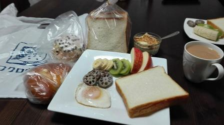 フクロウパンで朝食.jpg